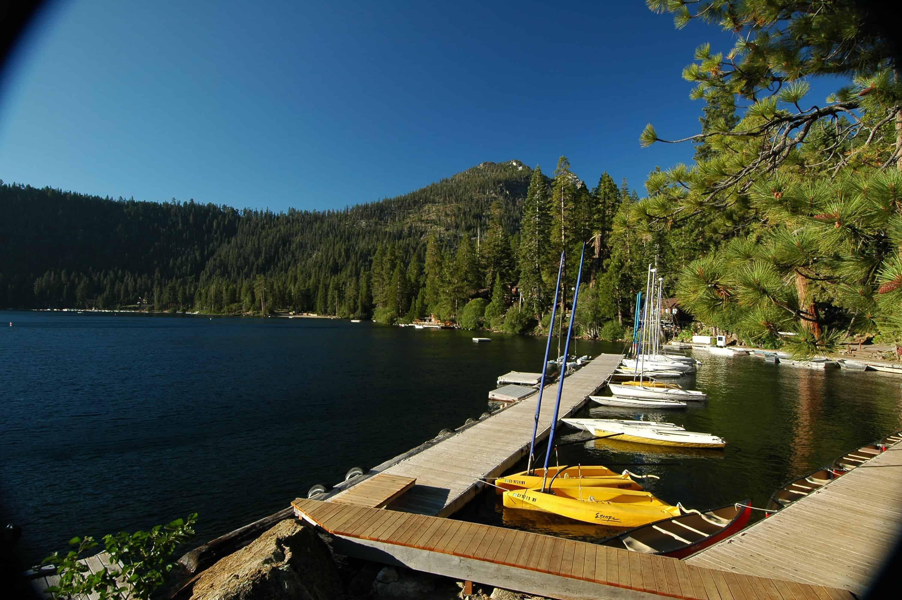 summer camp bateau et lac