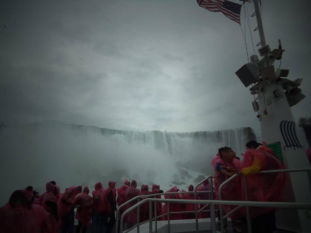 niagara falls canada bateau