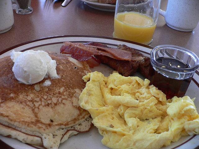denny's breakfast petit déjeuner